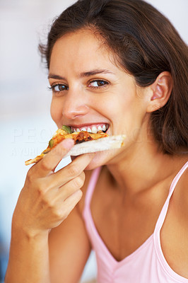 Young woman eating pizza