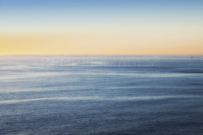 Horizon over tranquil waters